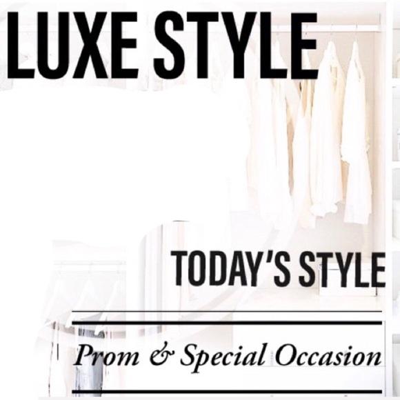 Dresses & Skirts - 📗 STYLE & CLOSET LOOK BOOK 📘